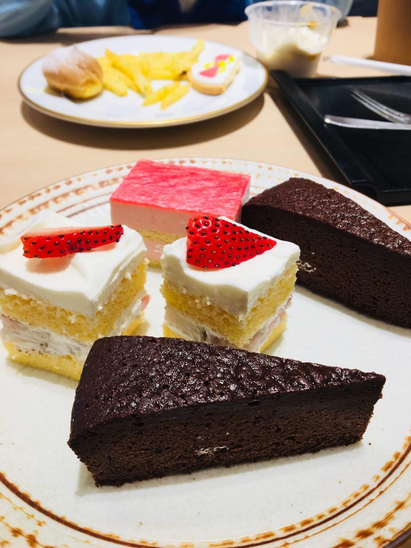 かんみこより チョコケーキ、苺ショート