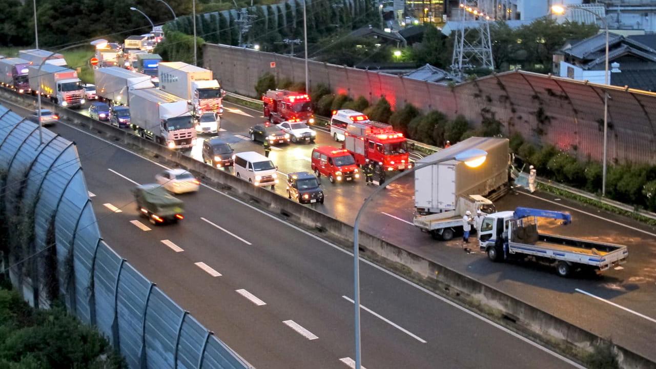【草津市】キャンピングカーが横転、2019年7月17日(水)新名神高速道路・草津JCT付近で交通事故が発生していた模様です